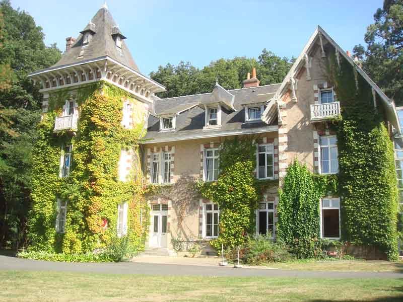 Clinique psychiatrique du val de loire for Garage beaumont la ronce
